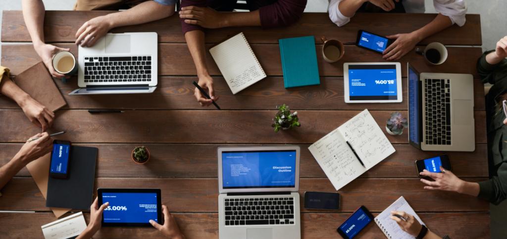 Block Gemini - People Meeting with Laptops